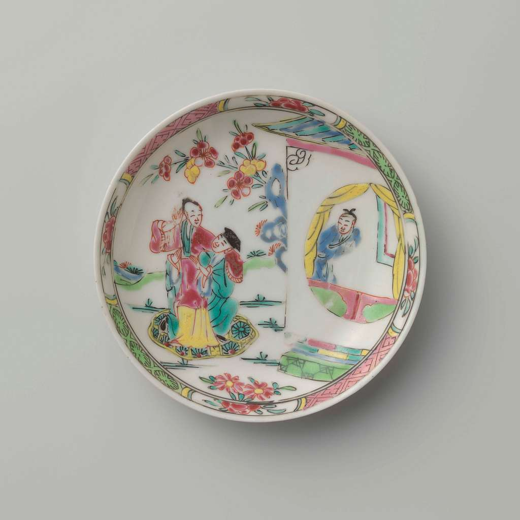 Saucer with a courting couple in a garden near a pavilion