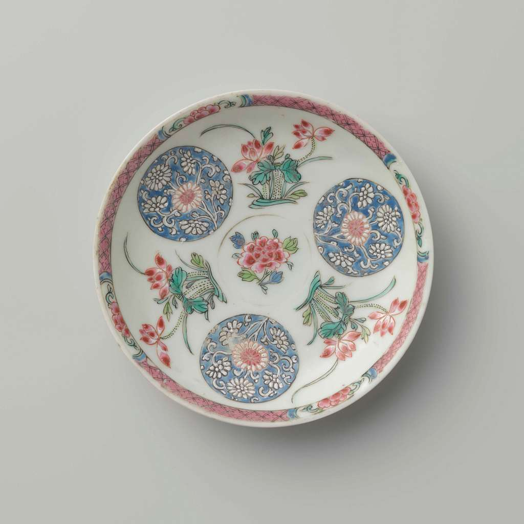 Saucer with lotusplants and roundels with chrysanthemum scrolls