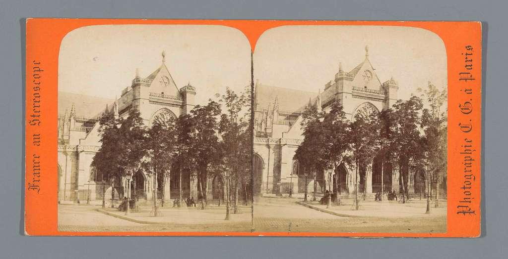 Gezicht op de Église Saint-Germain-l'Auxerrois te Parijs
