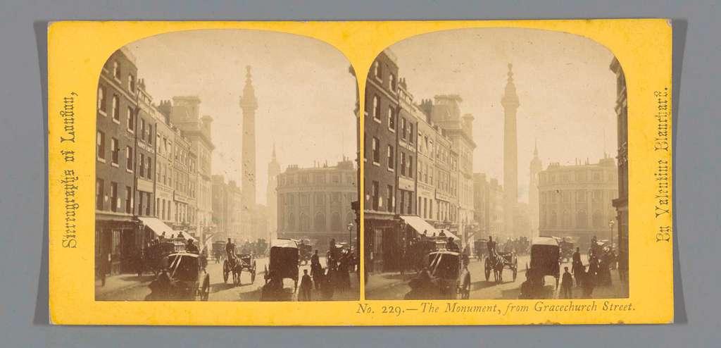 Gezicht op The Monument te Londen, gezien vanaf Gracechurch Street
