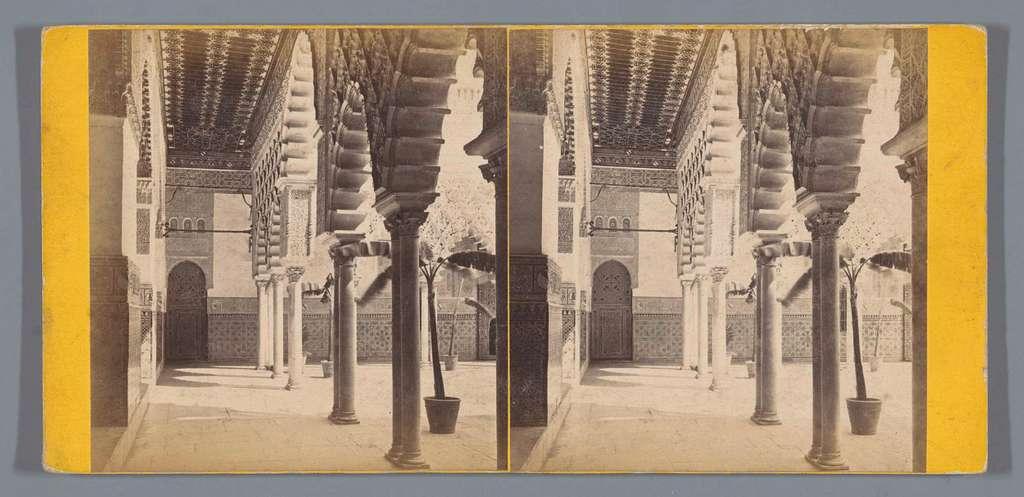 Zuilenrij in het Koninklijk Paleis van Sevilla
