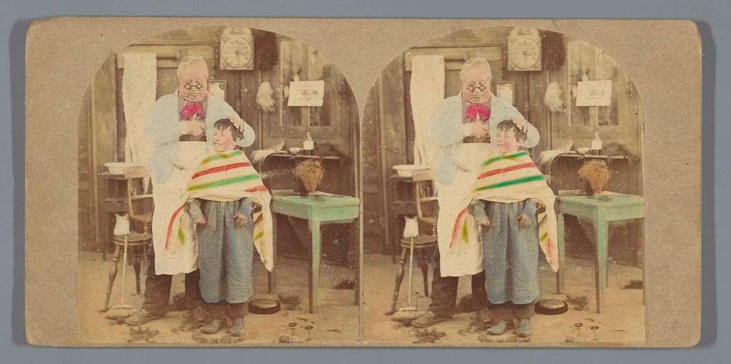 Dorpskapper knipt het haar van een jongen