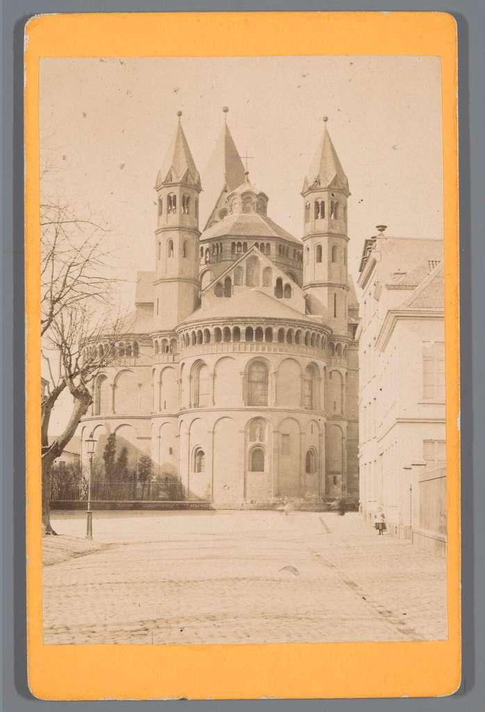 Exterieur van de Apostelenkerk in Keulen