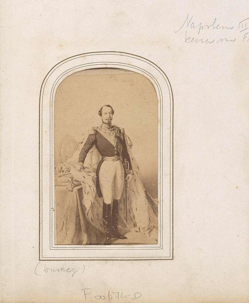 Fotoreproductie van een geschilderd portret van Napoleon III Bonaparte, keizer van Frankrijk