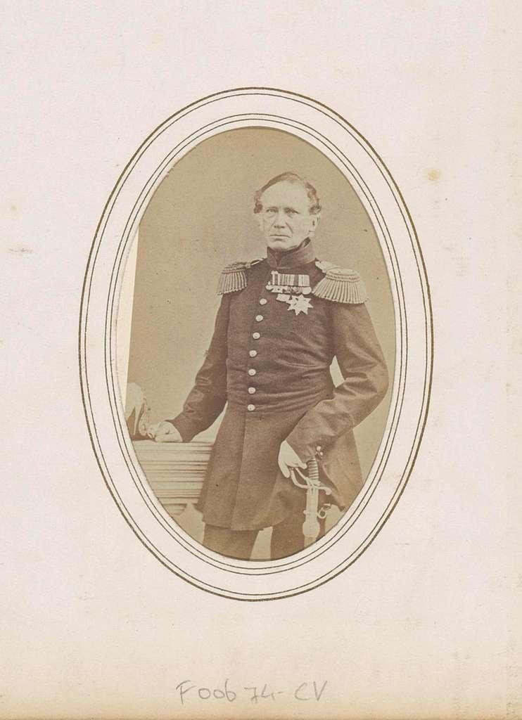 Portret van Frederik, prins der Nederlanden, in militair kostuum