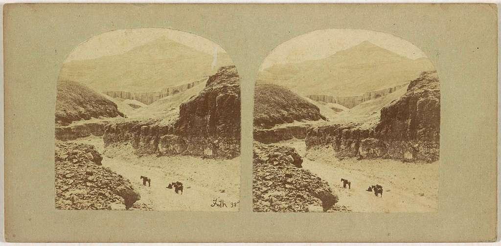 Gezicht op ruiters in de Vallei der Koningen, Egypte