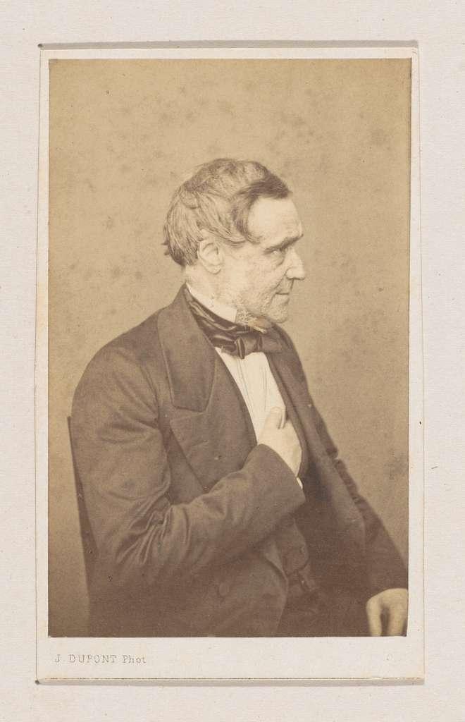 Portret van de schilder Antoon van Ysendyck, halffiguur
