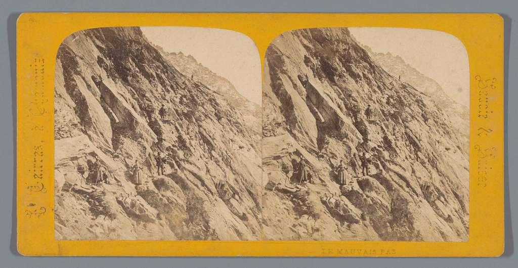 Bergbeklimmers langs een bergpas