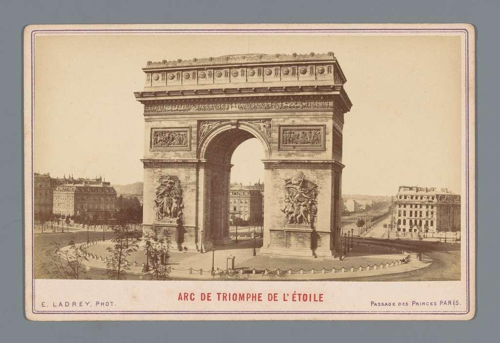 Gezicht op de Arc de Triomphe te Parijs