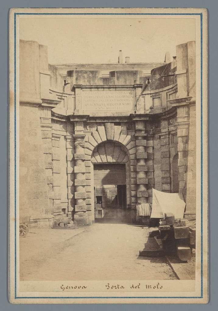 Gezicht op de Porta del Molo in Genua