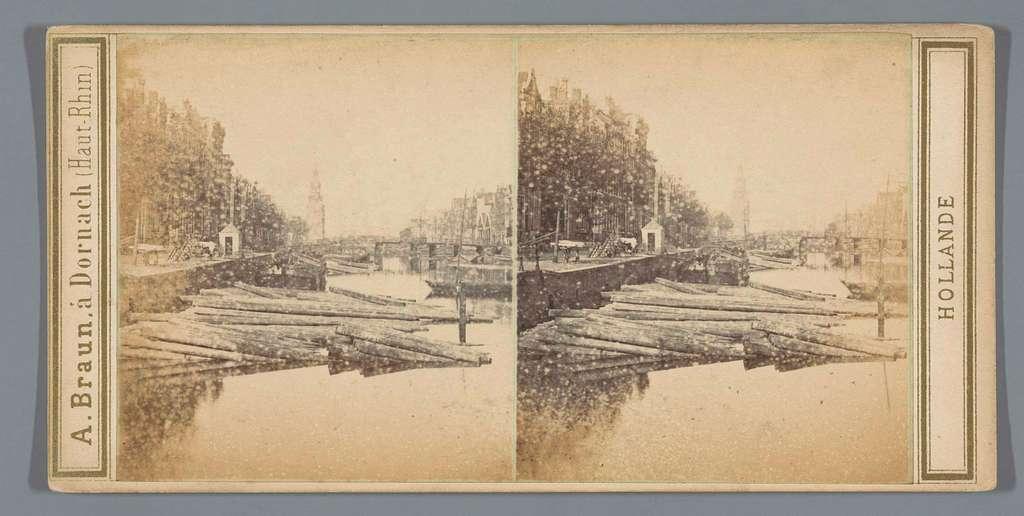 Gezicht op de Snoekjesgracht, Amsterdam. In de verte de Montelbaanstoren