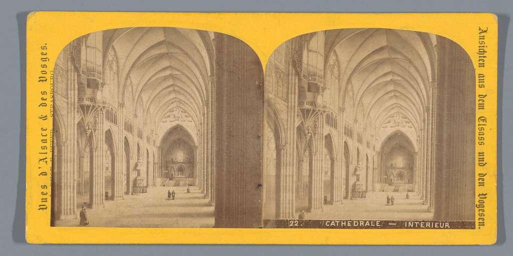 Gezicht op het interieur van het schip van de Notre-Dame in Straatsburg