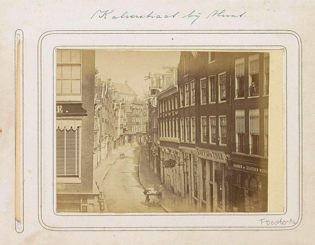 Kalverstraat gezien in noordelijke richting vanaf het Muntplein