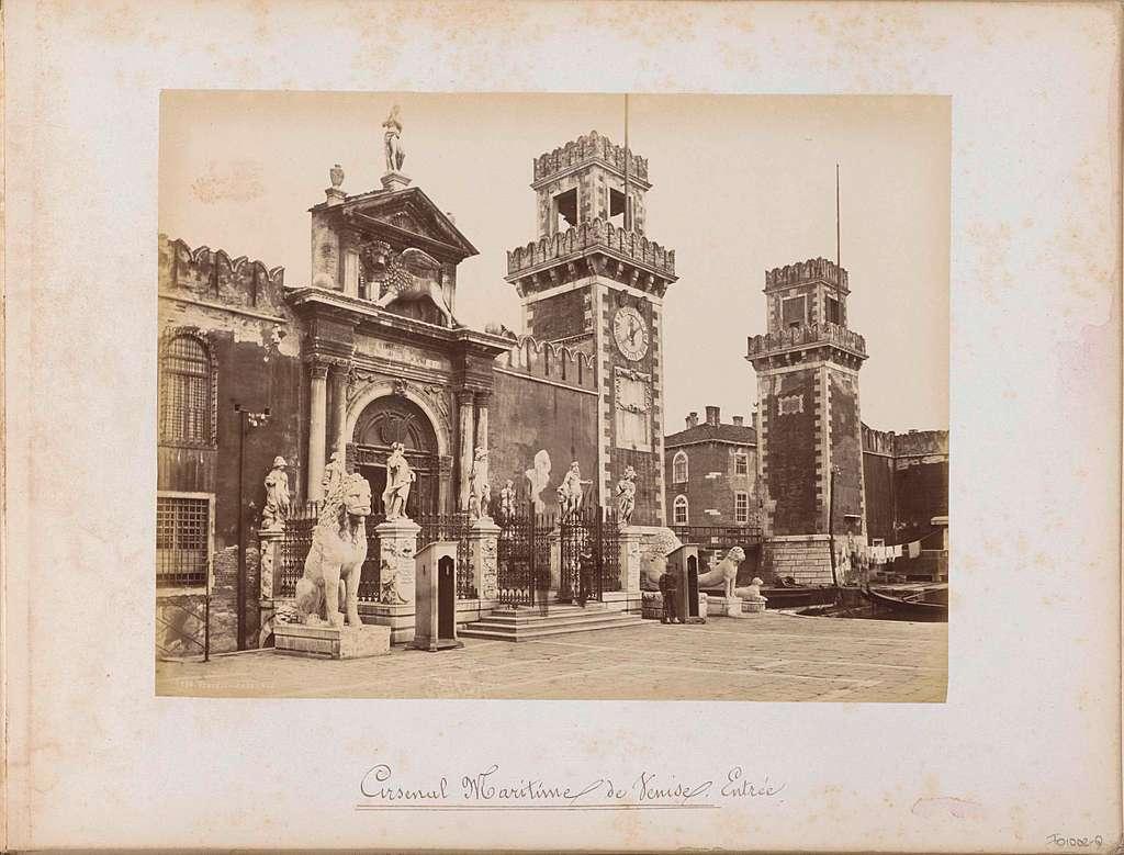Toegangspoort van het Arsenaal in Venetië