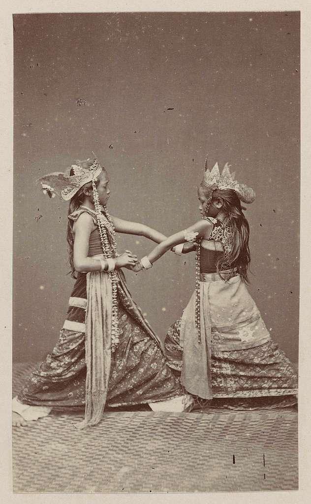 Twee Javaanse danseressen