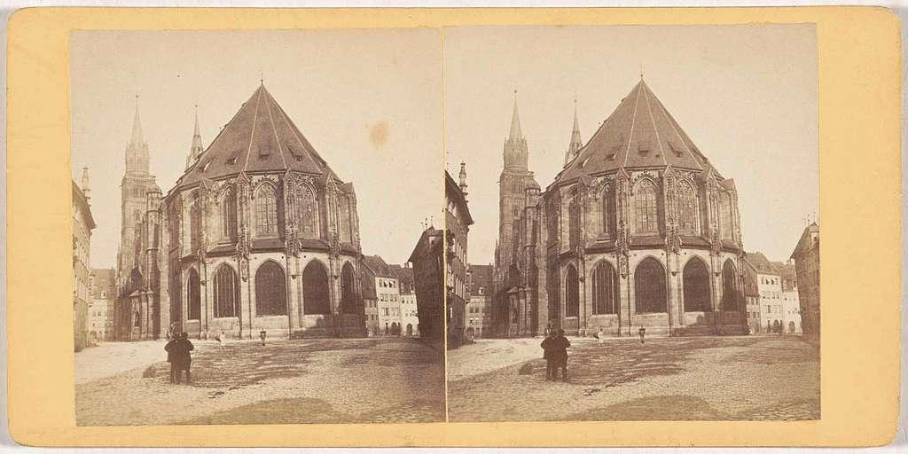 Achterzijde van het exterieur van de Sint-Laurentiuskerk in Neurenberg, Duitsland