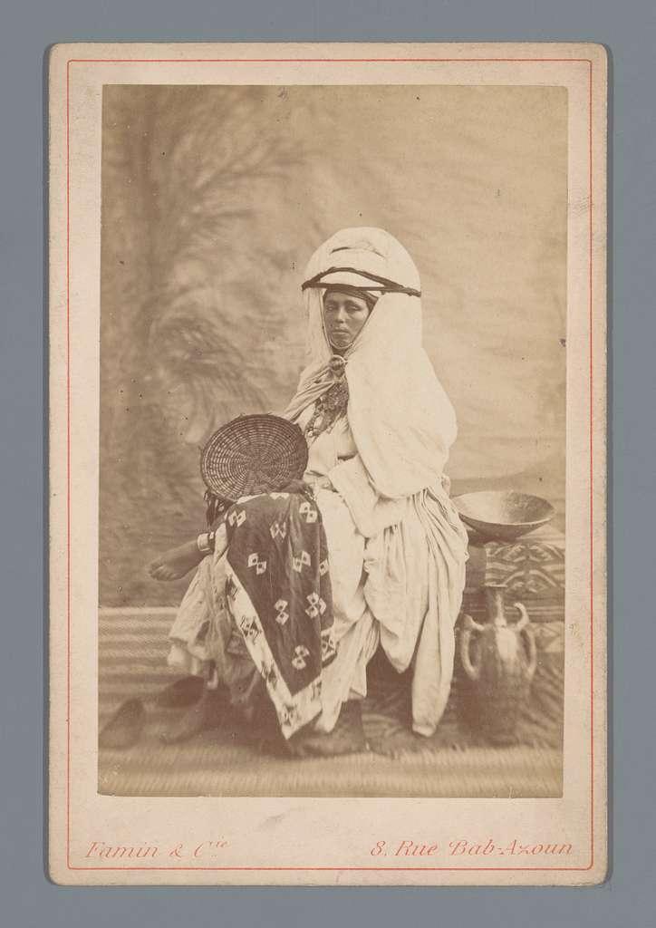 Portret van een onbekende persoon in traditionele kledij
