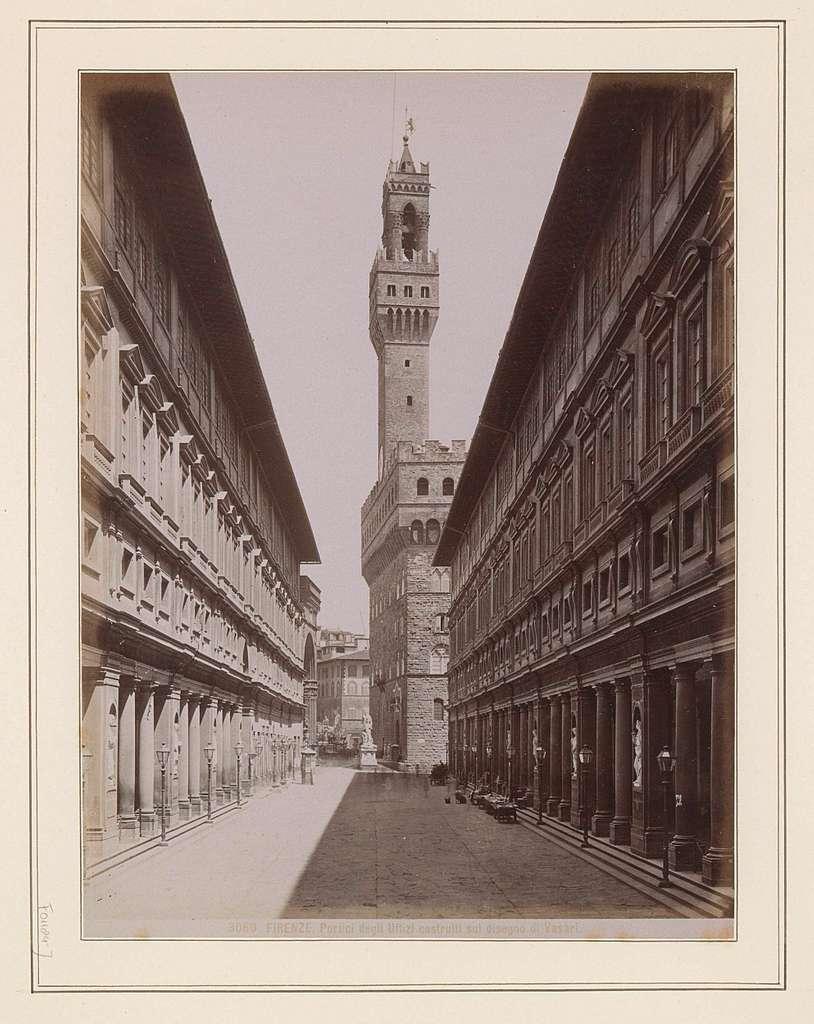 Gezicht op de Uffizi in Florence met in het midden het Palazzo Vecchio