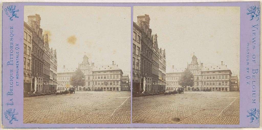 Gezicht op de Grote Markt en het stadhuis in Antwerpen