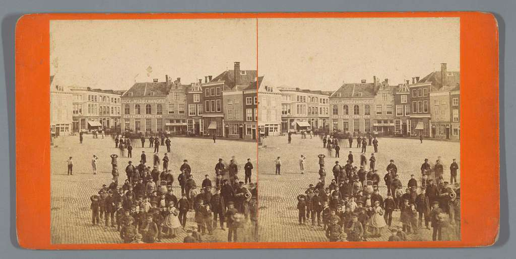 Mensen op een plein, Nederland