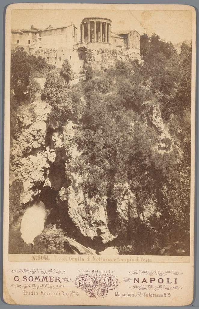 Gezicht op de grot van Neptunus en de Tempel van Vesta in Tivoli