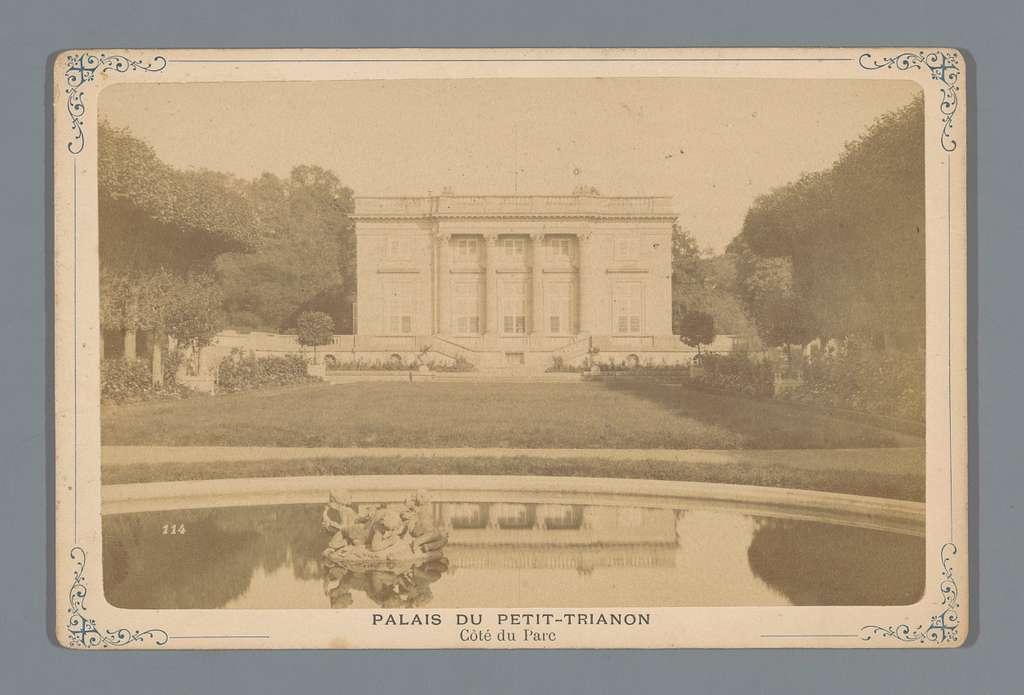 Gezicht op het Klein Trianon te Versailles