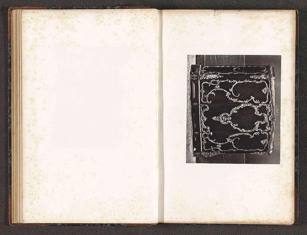 Kast uit de tijd van Lodewijk XV gedecoreerd met bladmotieven en rocailles