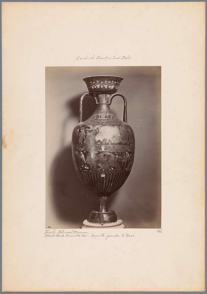 Beschilderde terracotta vaas in het Museo Nazionale te Napels