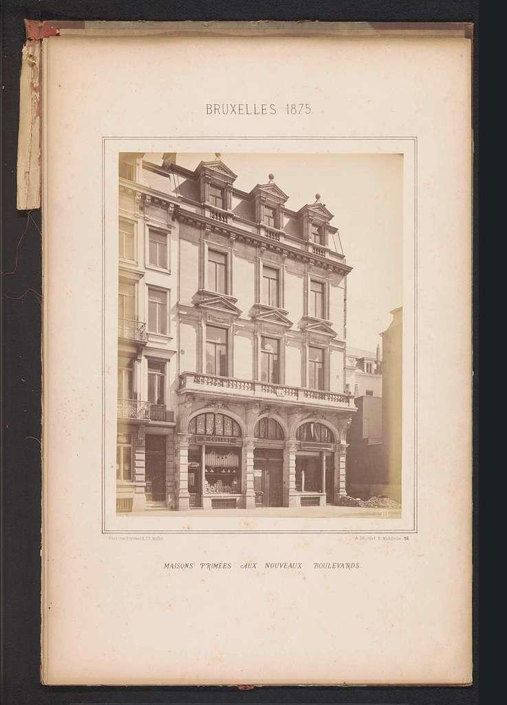 Exterieur van het gebouw op Boulevard de la Senne 43 te Brussel