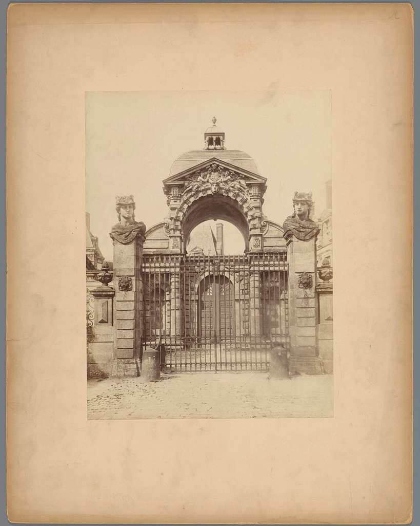 Toegangspoort van het kasteel van Fontainebleau