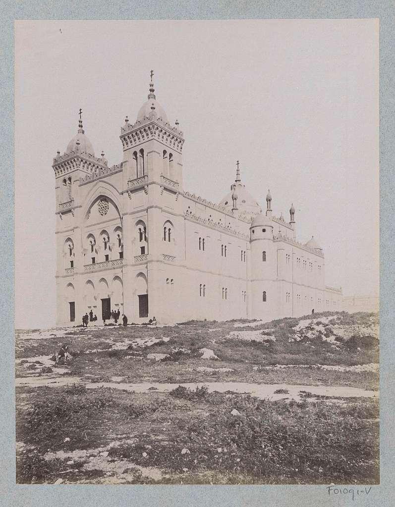 Exterieur van de kloosterkerk van de Witte Paters in Carthago