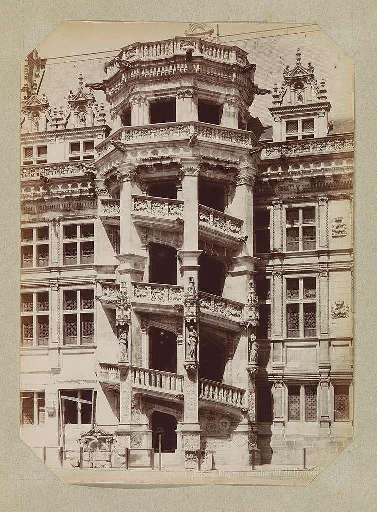 Exterieur van het trappenhuis van het kasteel van Blois