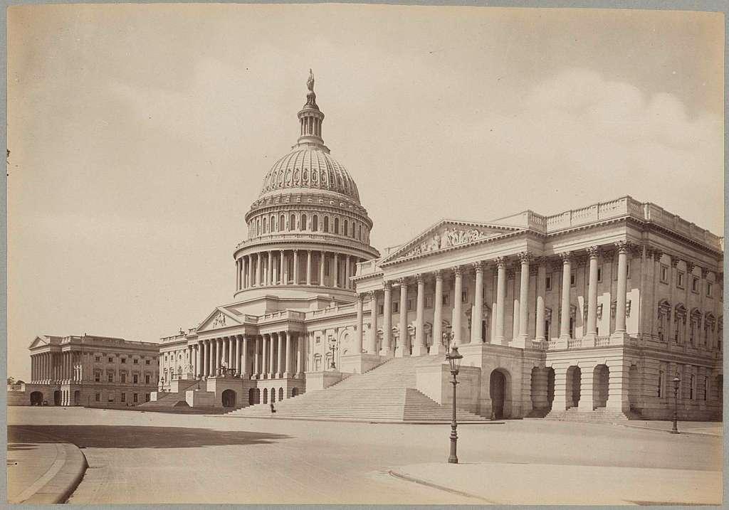Gezicht op de oostzijde en de koepel van het Capitool in Washington D.C.