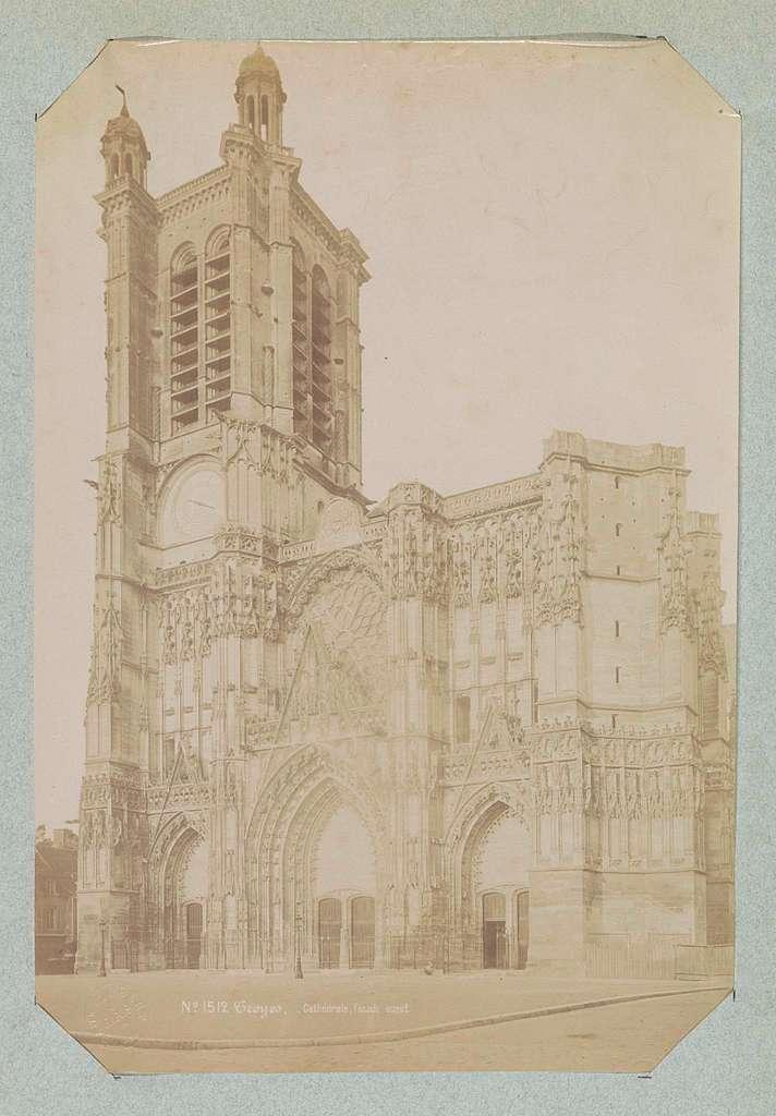 Westgevel van de kathedraal van Troyes