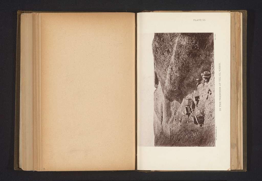 Gezicht op een loopgraaf in Tall al Kabir