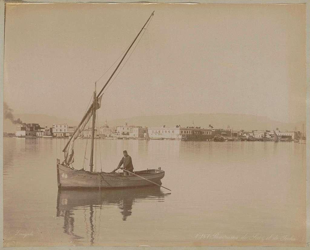 Roeiboot met zeil op het Suezkanaal