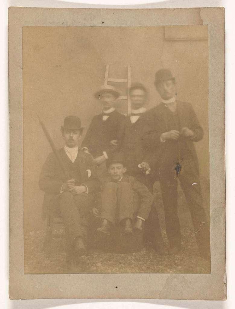 Groepsportret van vijf studenten
