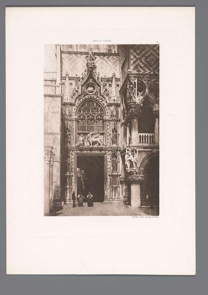 Gezicht op de Porta della Carta van het dogepaleis in Venetië