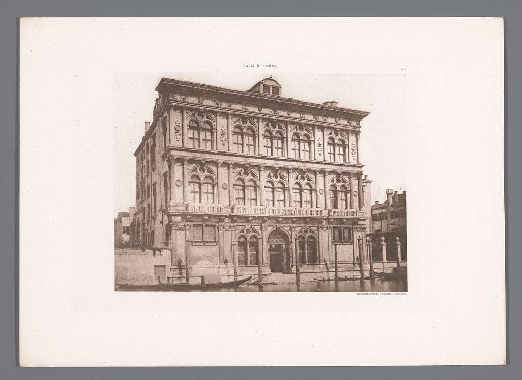 Gezicht op Palazzo Vendramin-Calergi aan het Canal Grande in Venetië