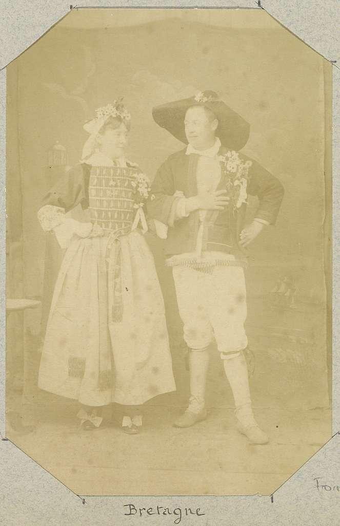 Portret van een Bretons paar in historisch kostuum