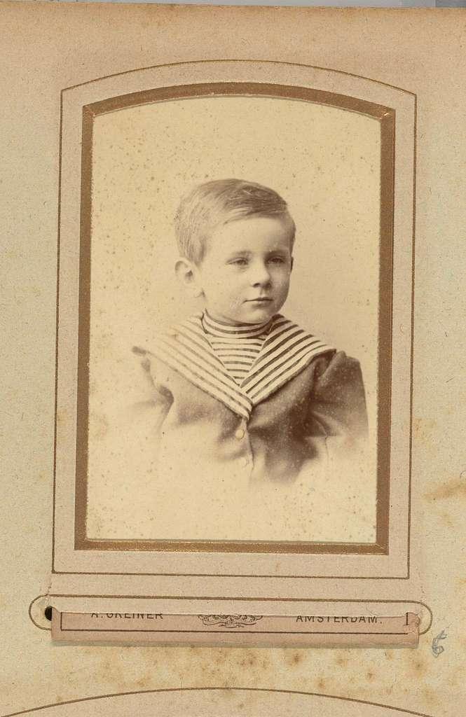 Portret van Guus Kessler in matrozenpak