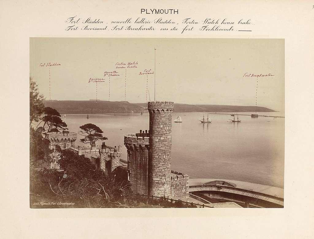Gezicht op fort Staddon, Fortin Watch house brake, fort Bovisand, fort Breakwater, gezien vanuit fort Picklecombe