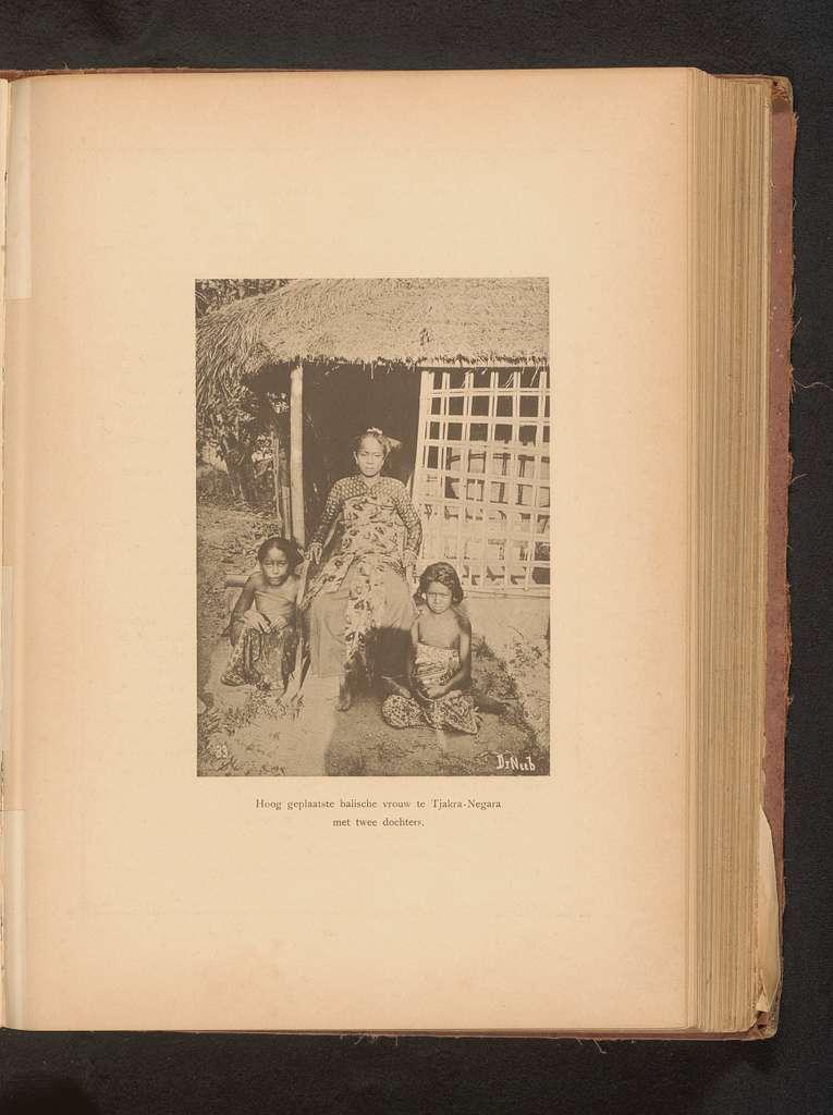 Portret van een onbekende vrouw met twee dochters