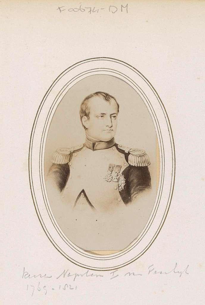 Fotoreproductie van (vermoedelijk) een prent van Napoleon I Bonaparte, keizer van Frankrijk
