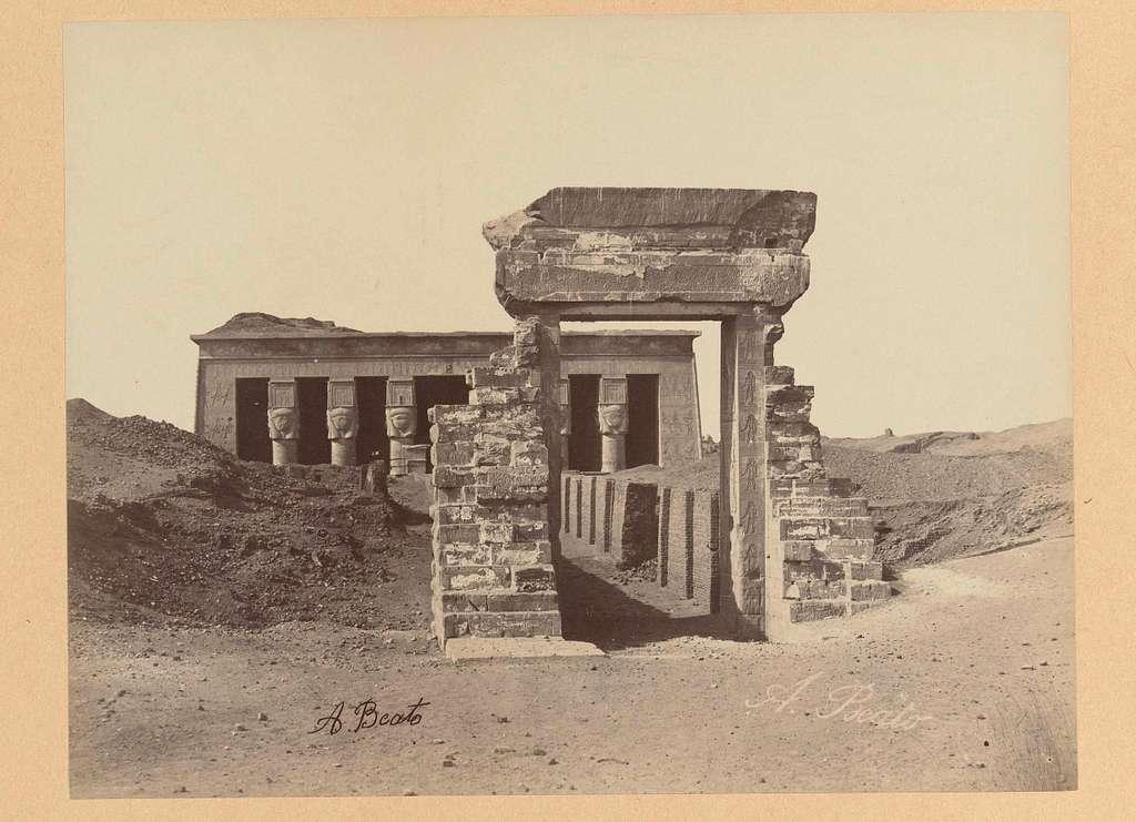 Restanten van de tempel van Denderah
