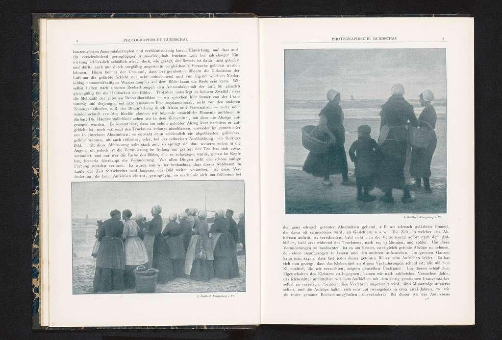 Groep vrouwen kijkt uit over de zee