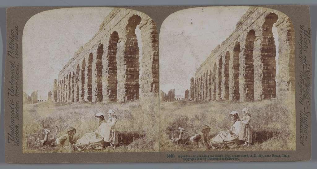 Aqua Claudia buiten Rome, met op de voorgrond een vrouw met twee kinderen