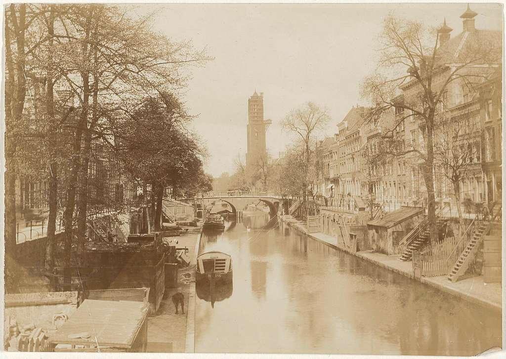 Gezicht op de Oude Gracht in Utrecht