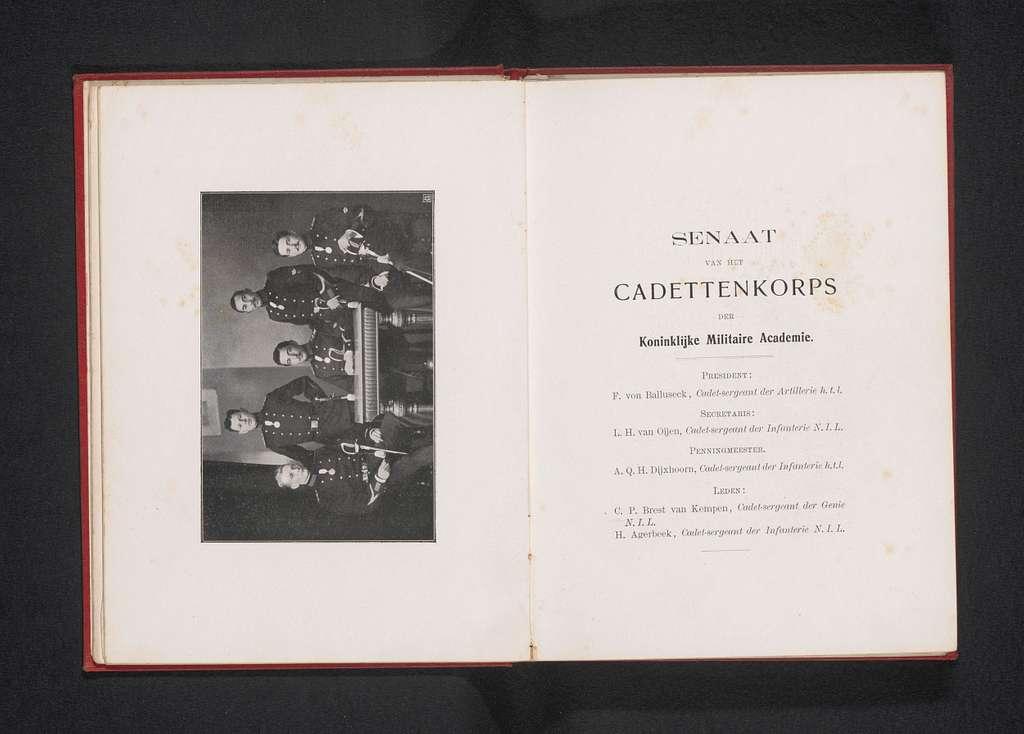 Groepsportret van de Senaat van het Cadettenkorps der Koninklijke Militaire Academie in Breda