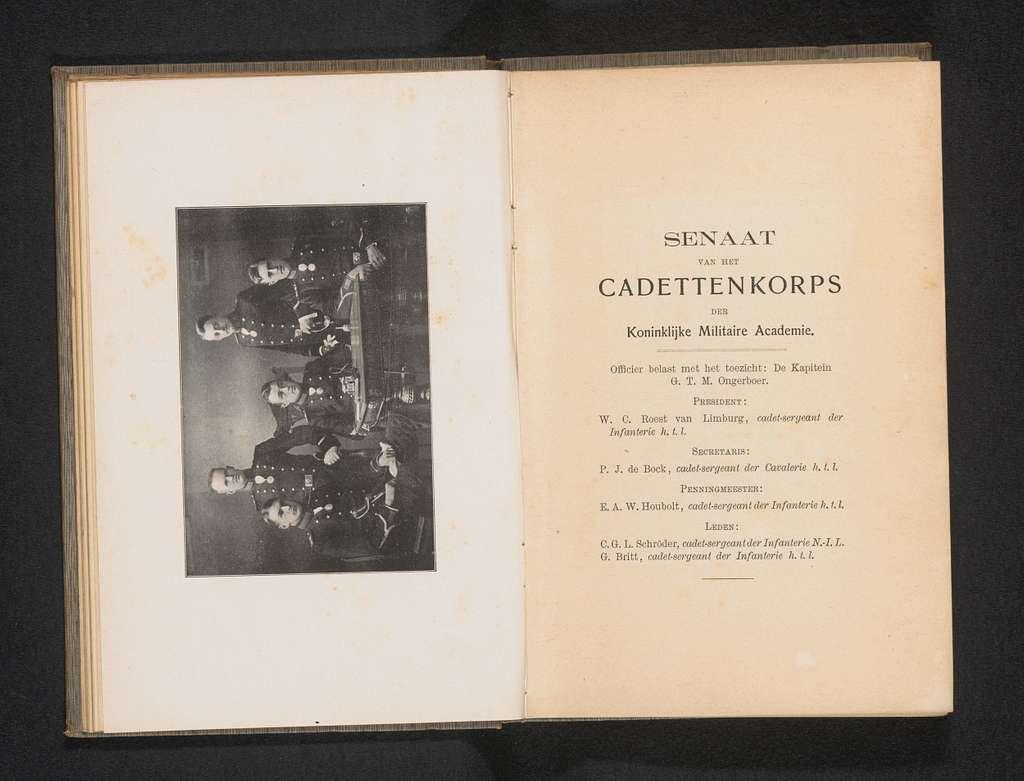 Groepsportret van de Senaat van het cadettenkorps van de Koninklijke Militaire Academie in Breda